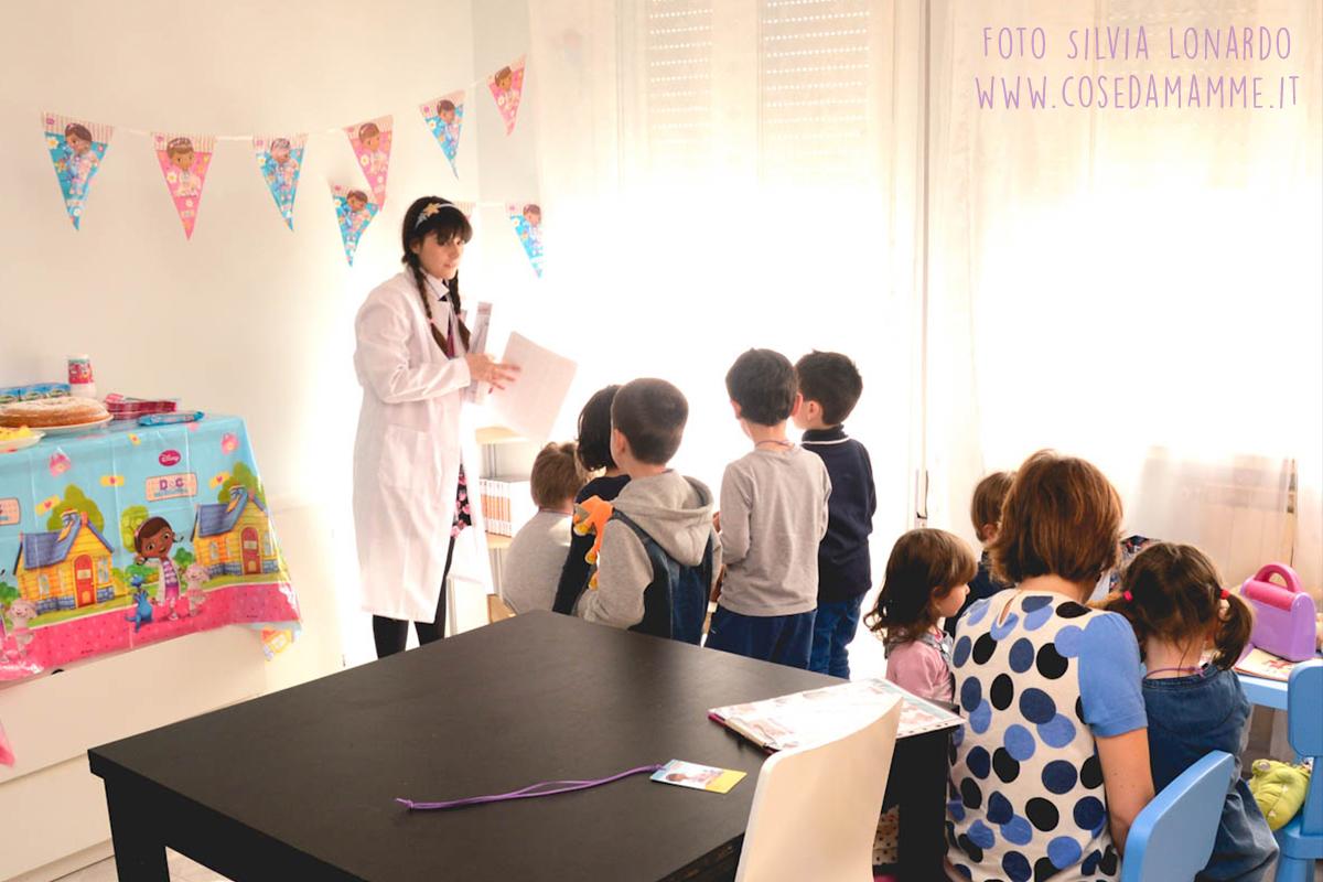 gruppo bambini laboratorio disney dottoressa peluche