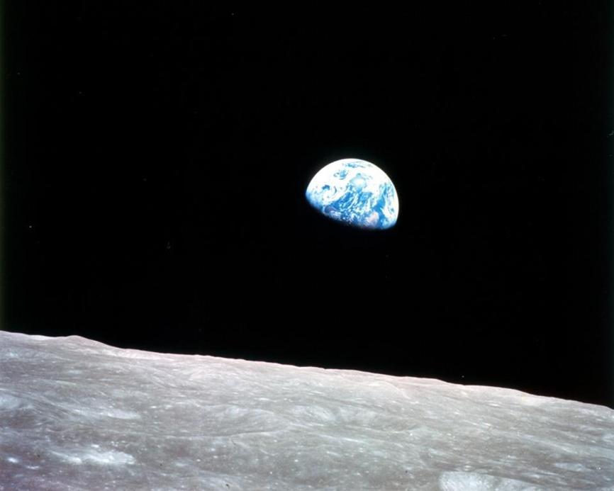 luna vista dallo spazio