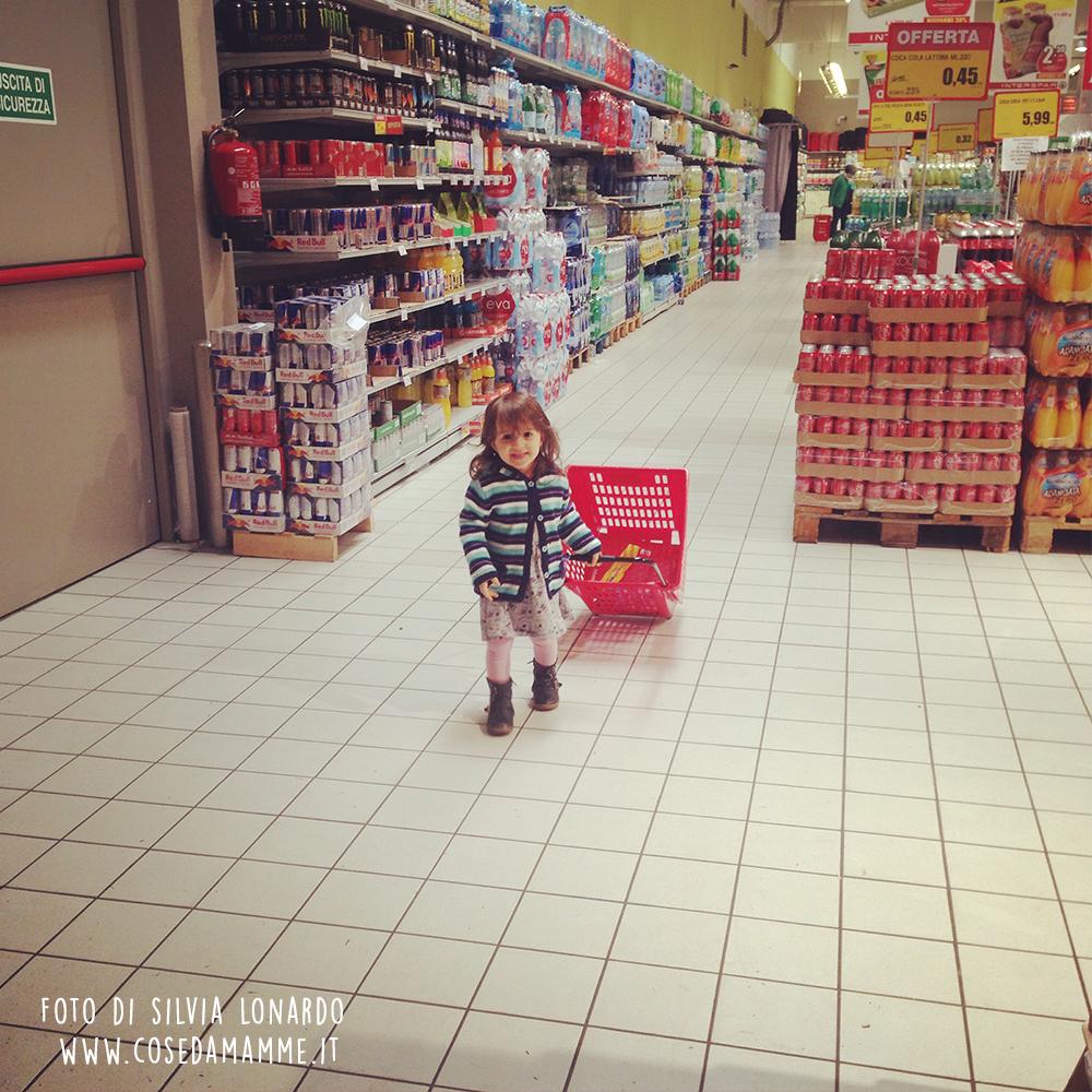 bambina alyssa fa la spesa importanza di dire sì