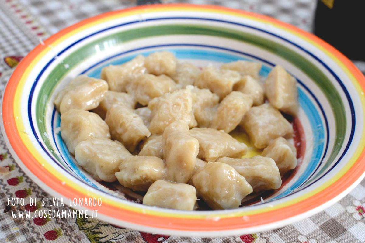gnocchi di pane nel piatto